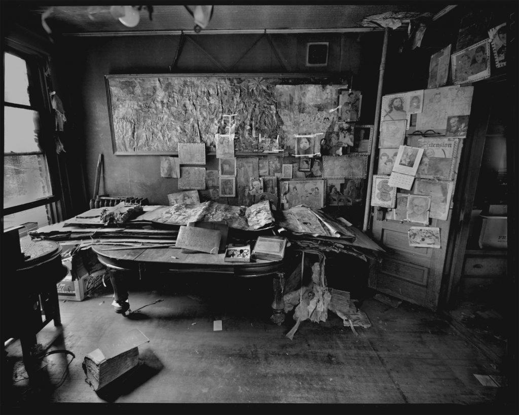 Henry Darger , la sua casa, i suoi romanzi, dipinti