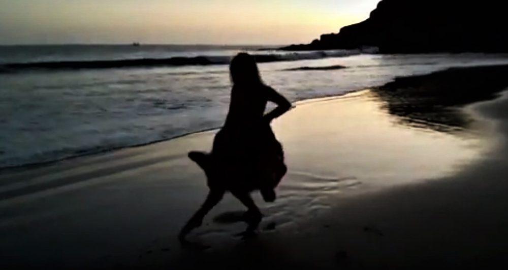 Gran canaria, ballare di fronte al mare, aurora gray